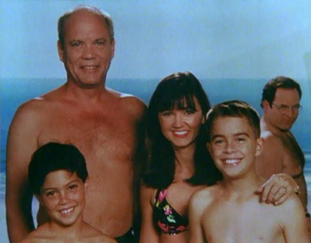 Best Photobombs Costanza Seinfeld