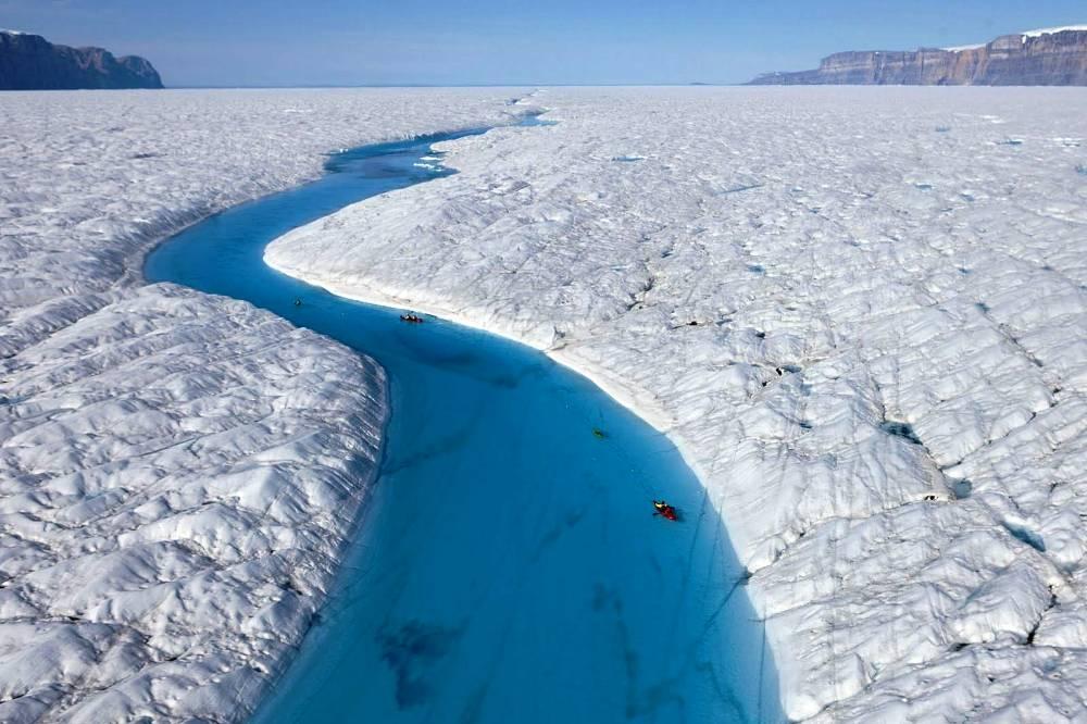 winter-kayaking-greenland