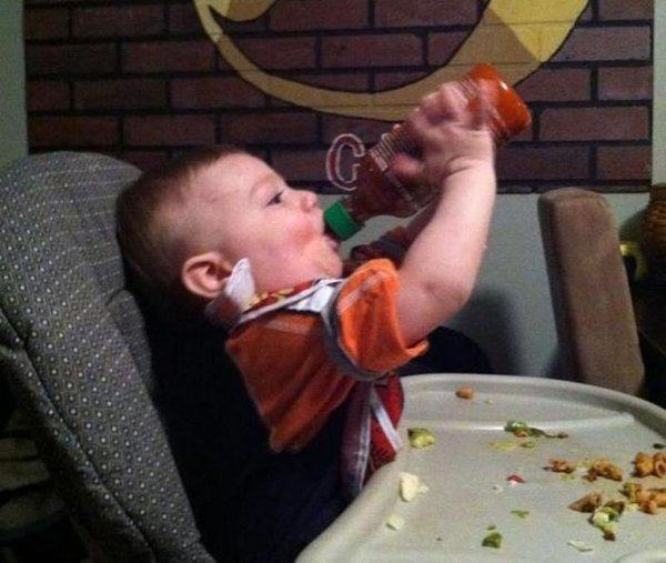 best-viral-pictures-of-week-baby-hot-sauce