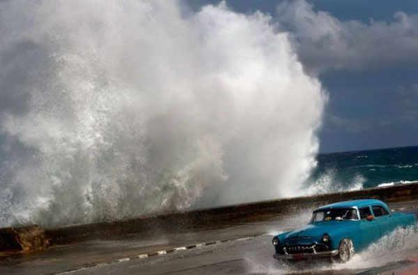 best-viral-pictures-week-12-car