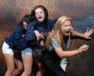 Hilariously Ridiculous Haunted House Reactions