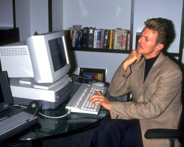 David Bowie Using A Performa