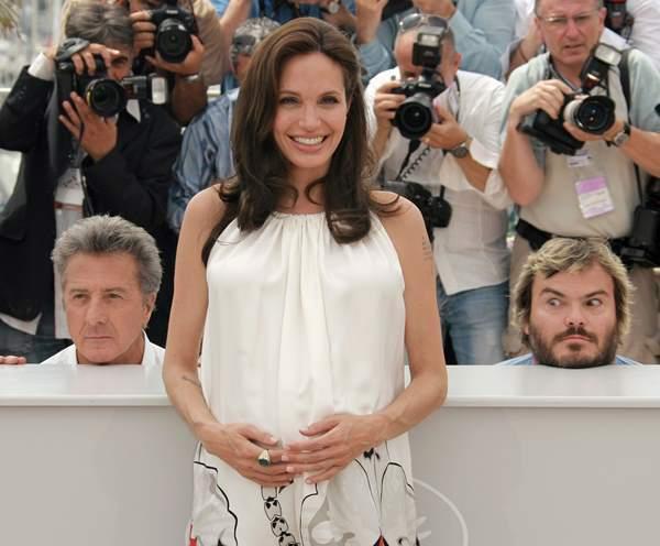 Jack Black & Dustin Hoffman Photobomb Angelina Jolie