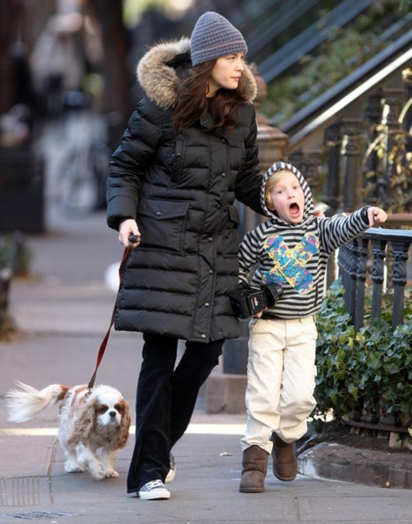 Liv-Tyler-Walking-Dog