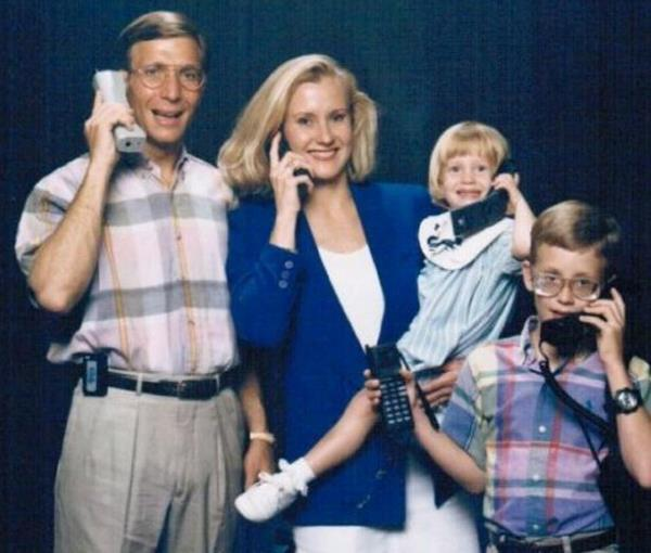 Awkward Family Photos Old Phones