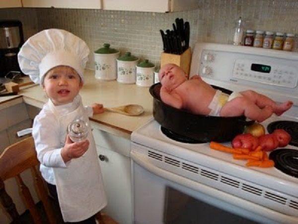 Assustadores Fotos Família que cozinha do bebê