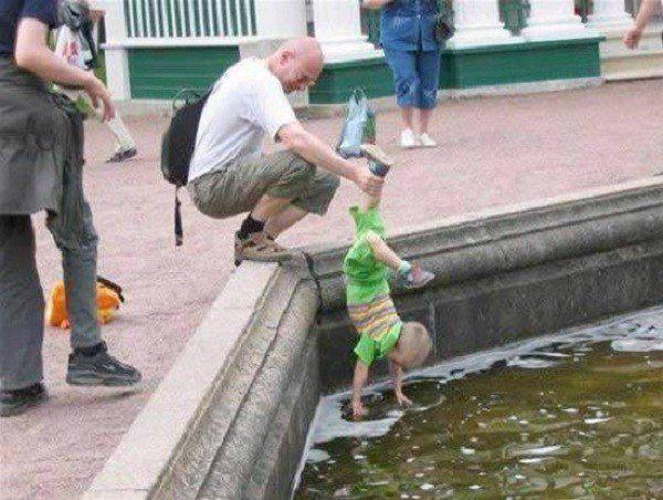 Crianças em perigo de oscilação Kid