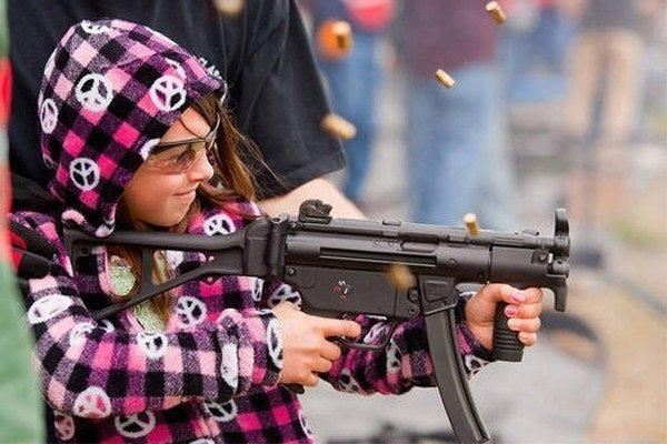 Crianças em perigo Menina com um injetor