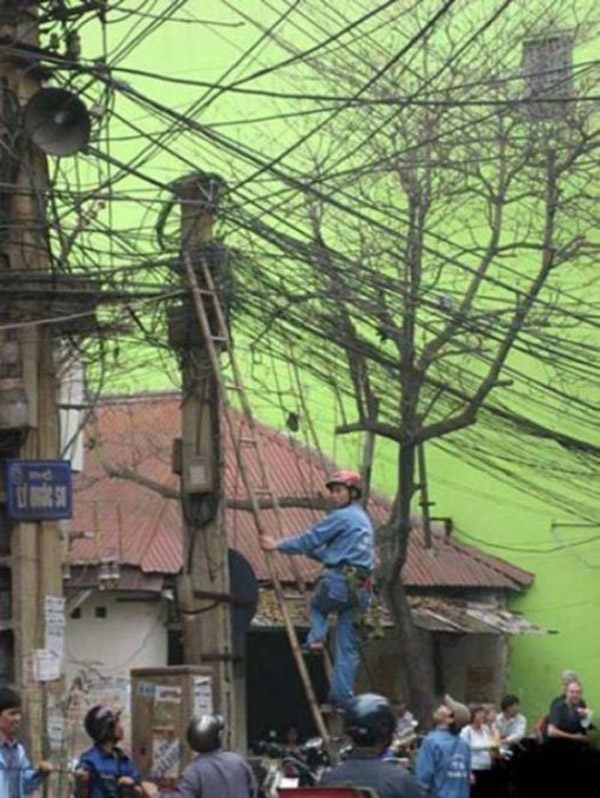 Crazy Electrician Worst Job Ever