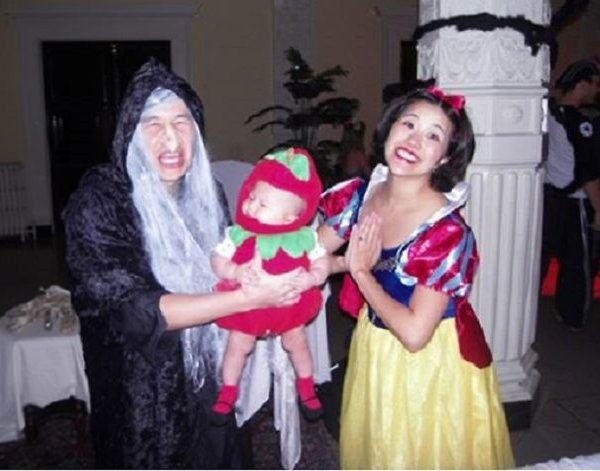 Snow White With Evil Queen Accompanied By Apple