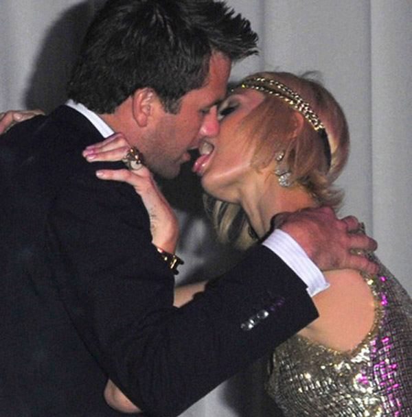 Paris Hilton Eating Boyfriend