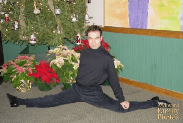 Awkward Christmas Photos The Splits