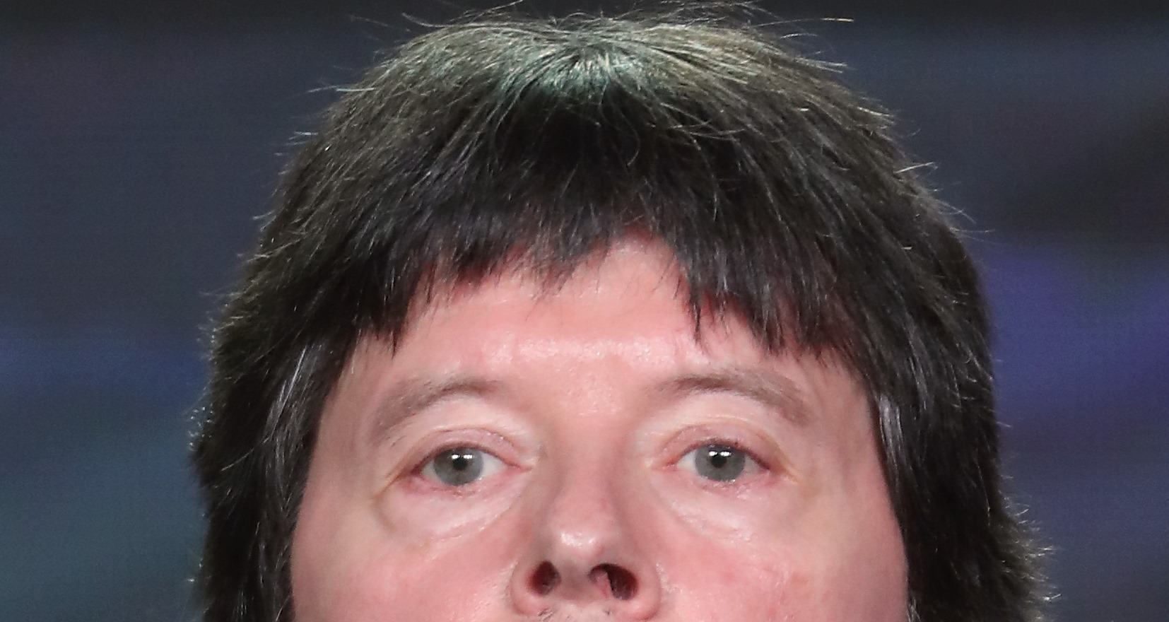 16 Intense Zoom Ins Of Ken Burns Hair That Are Strictly Platonic