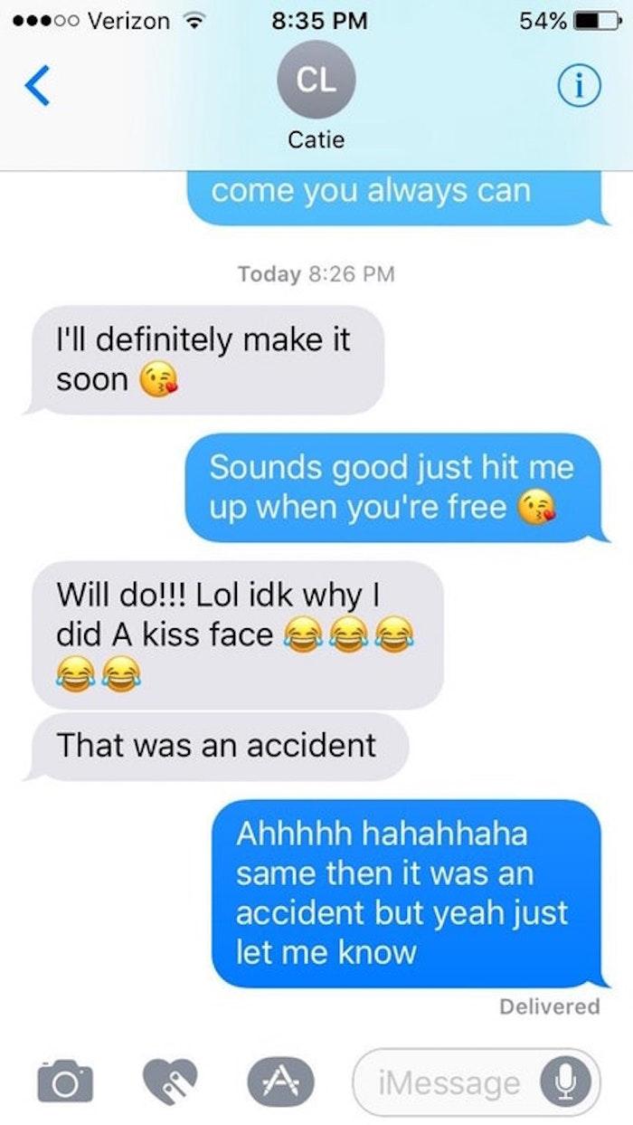 Kiss Face Emoji